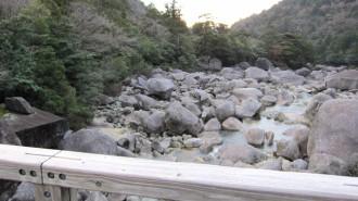 http://www.comfortablelife.asia/images/2011/04/Ttrekking-to-Jomon-Sugi_73-330x185.jpg