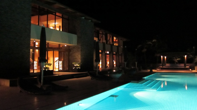 http://www.comfortablelife.asia/images/2011/05/At-night-in-Sankara_06.jpg