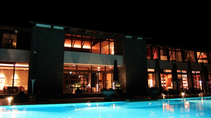 http://www.comfortablelife.asia/images/2011/05/At-night-in-Sankara_08.jpg