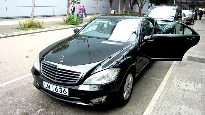 http://www.comfortablelife.asia/images/2011/06/At-HongKong-Airport_12.jpg