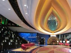 http://www.comfortablelife.asia/images/2011/07/02-Burj-Al-Arab-Lobbya-butler-Desk_0101-246x185.jpg