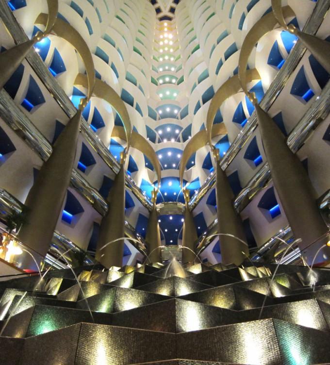 http://www.comfortablelife.asia/images/2011/07/Burj-Al-Arab-Lobby-Fountain_002-680x752.jpg
