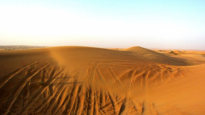 http://www.comfortablelife.asia/images/2011/08/08-Desert-Safari_008-680x381.jpg