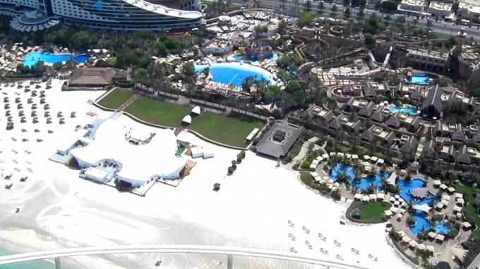 http://www.comfortablelife.asia/images/2011/08/Jumeirah-Beach-Hotel12-680x382.jpg