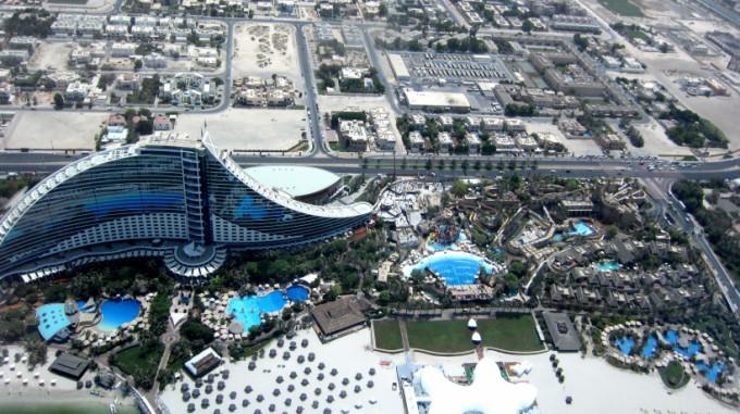 http://www.comfortablelife.asia/images/2011/08/Jumeirah-Beach-Hotel13-680x381.jpg