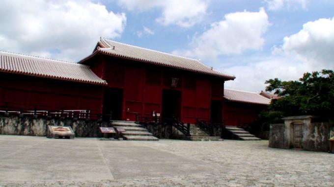 http://www.comfortablelife.asia/images/2011/08/Okinawa_while-away_07-680x382.jpg