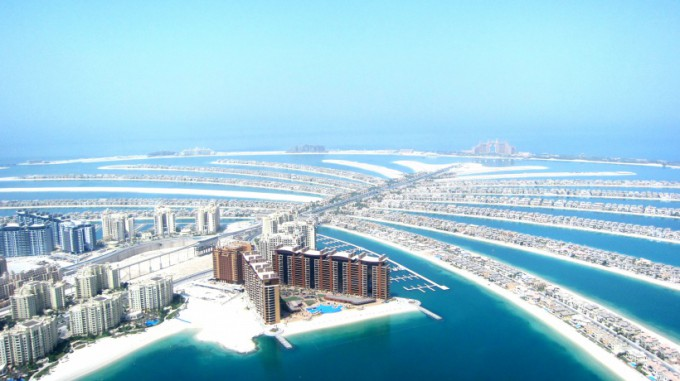 http://www.comfortablelife.asia/images/2011/09/05-Heli-Dubai_014-680x381.jpg