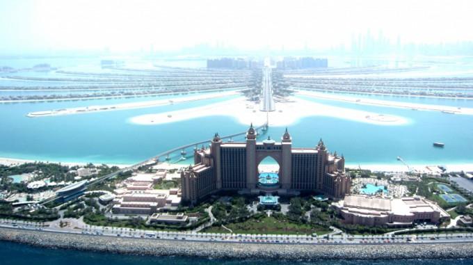 http://www.comfortablelife.asia/images/2011/09/05-Heli-Dubai_022-680x381.jpg