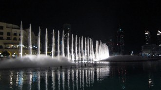 http://www.comfortablelife.asia/images/2011/09/16-Fountain-Show_008-330x185.jpg