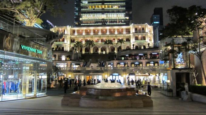 http://www.comfortablelife.asia/images/2011/10/ThePeninsulaHongKong_14-680x381.jpg