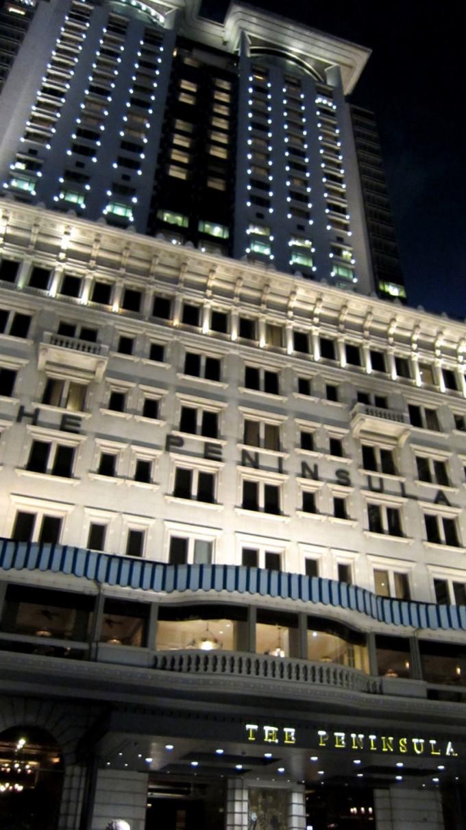 http://www.comfortablelife.asia/images/2011/10/ThePeninsulaHongKong_19-680x1210.jpg