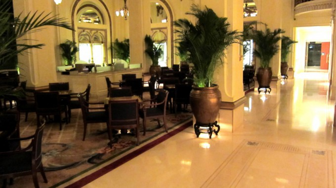 http://www.comfortablelife.asia/images/2011/10/ThePeninsulaHongKong_411-680x381.jpg