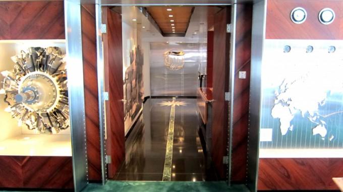 http://www.comfortablelife.asia/images/2011/11/Peninsula_HeliLounge_07-680x381.jpg