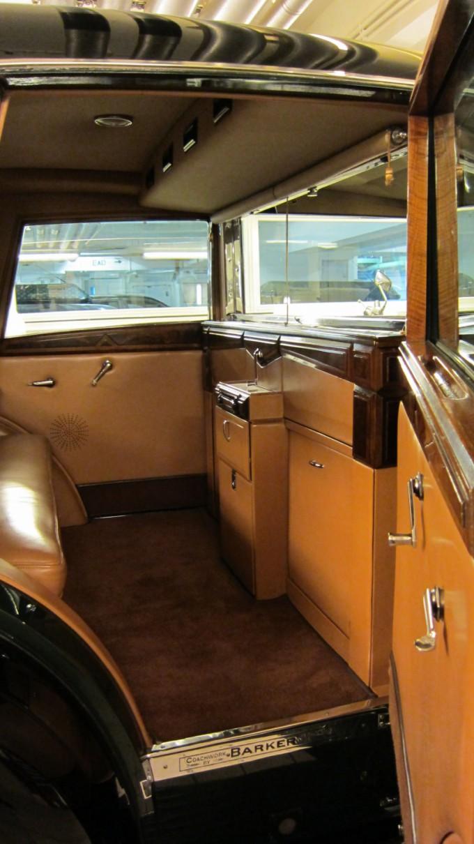 http://www.comfortablelife.asia/images/2011/11/Rolls-RoycePhantom2011_13-680x1210.jpg
