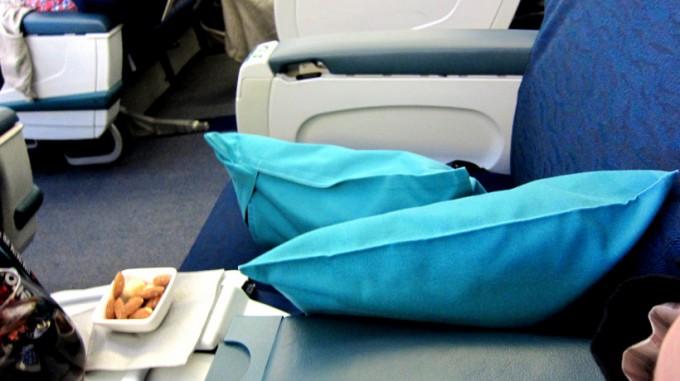 http://www.comfortablelife.asia/images/2011/12/Cathay-Business-HKtoNari_May.2011_03-680x381.jpg