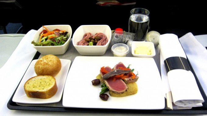 http://www.comfortablelife.asia/images/2011/12/Cathay-Business-HKtoNari_May.2011_05-680x381.jpg