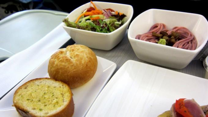 http://www.comfortablelife.asia/images/2011/12/Cathay-Business-HKtoNari_May.2011_07-680x381.jpg