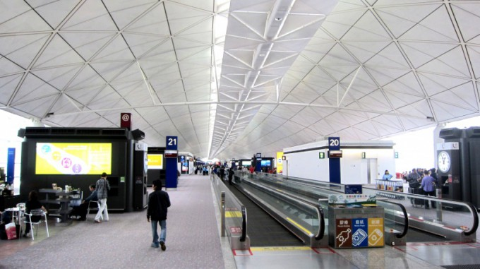 http://www.comfortablelife.asia/images/2011/12/HKIA_TheCabinLounge2011_03-680x381.jpg