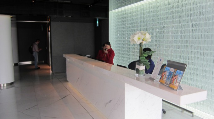 http://www.comfortablelife.asia/images/2011/12/HKIA_TheCabinLounge2011_07-680x381.jpg