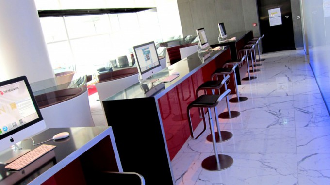 http://www.comfortablelife.asia/images/2011/12/HKIA_TheCabinLounge2011_31-680x381.jpg