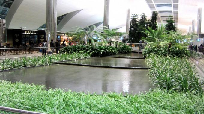 http://www.comfortablelife.asia/images/2012/01/Dubai.Airport.2011_07.5-680x381.jpg