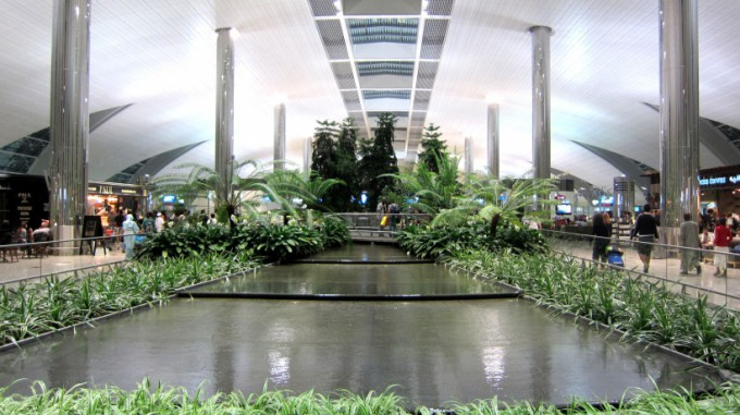 http://www.comfortablelife.asia/images/2012/01/Dubai.Airport.2011_08-680x381.jpg