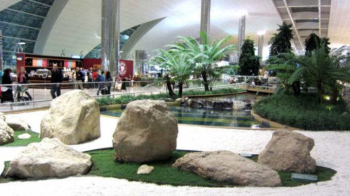 http://www.comfortablelife.asia/images/2012/01/Dubai.Airport.2011_13.5-680x381.jpg