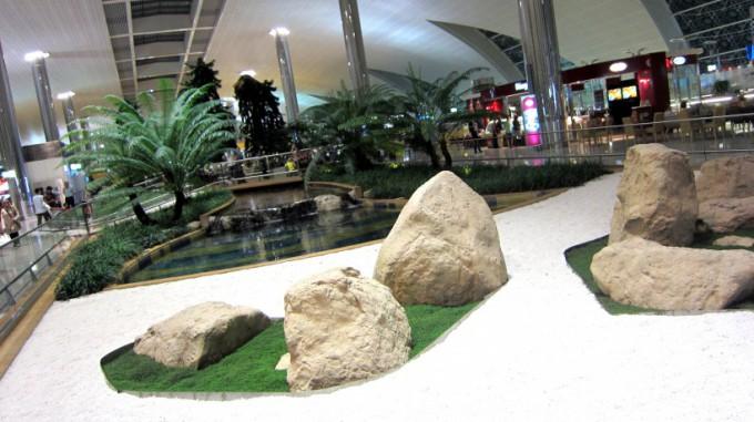 http://www.comfortablelife.asia/images/2012/01/Dubai.Airport.2011_15-680x381.jpg