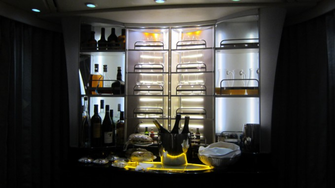 http://www.comfortablelife.asia/images/2012/01/Emirates.Suite_.SocialArea.Plus_018-680x381.jpg