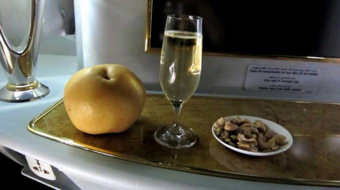 http://www.comfortablelife.asia/images/2012/01/Emirates.Suite_.SocialArea.Plus_024-680x381.jpg