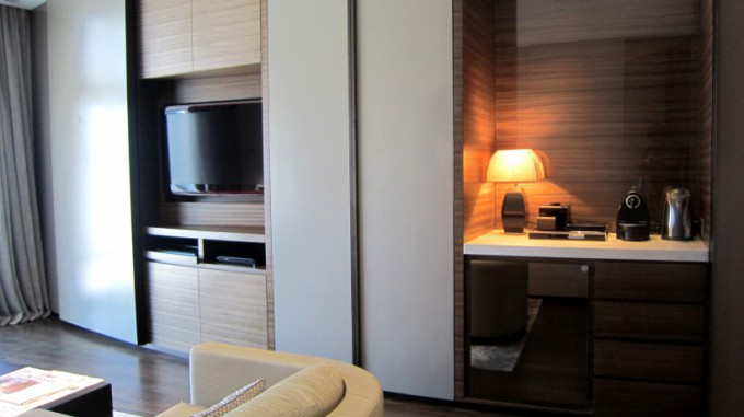 http://www.comfortablelife.asia/images/2012/03/ArmaniHotel.2011_084-680x381.jpg