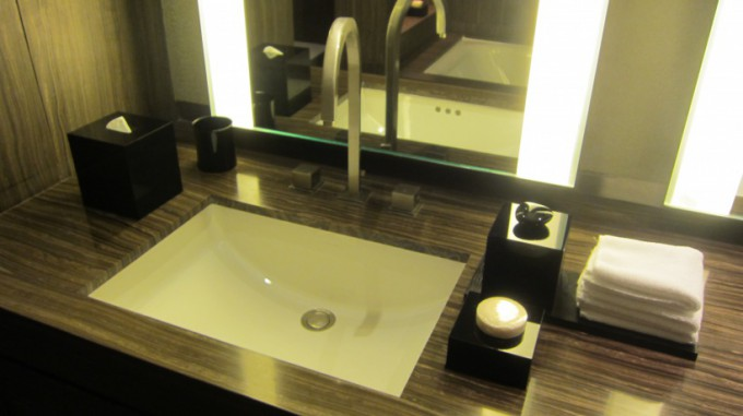 http://www.comfortablelife.asia/images/2012/03/ArmaniHotel.2011_155-680x381.jpg