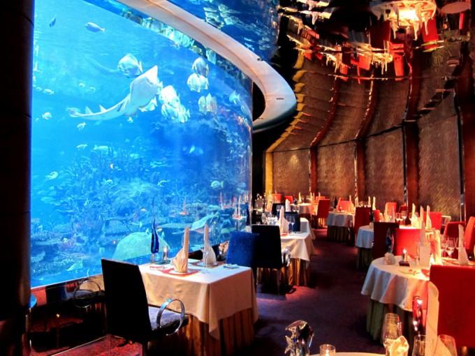 http://www.comfortablelife.asia/images/2012/04/Al-MAHARA_Dinner_08-680x510.jpg