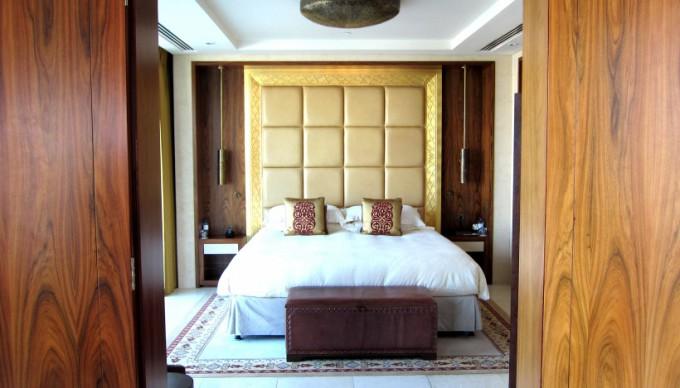 http://www.comfortablelife.asia/images/2012/05/Raffles-Dubai.2011.B_31-680x388.jpg