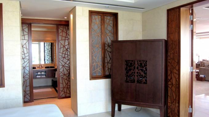 http://www.comfortablelife.asia/images/2012/05/Raffles-Dubai.2011.B_33-680x381.jpg