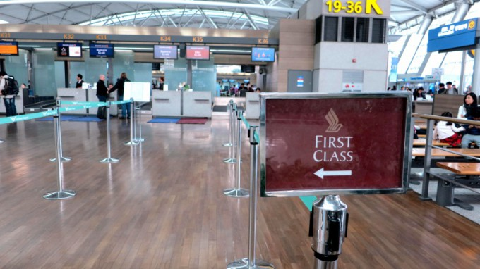http://www.comfortablelife.asia/images/2012/06/Asiana-First-Lounge_01-680x382.jpg