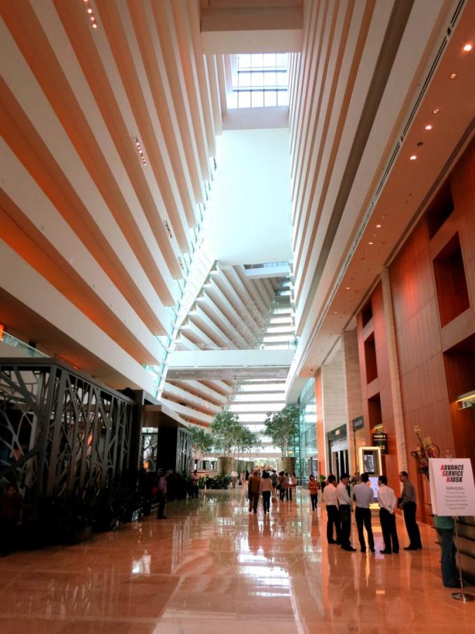 http://www.comfortablelife.asia/images/2012/07/SandsSuite.2012_113-680x906.jpg