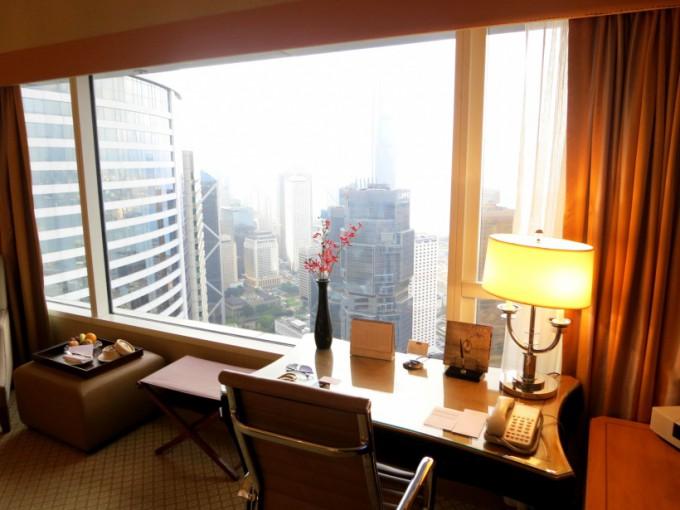 http://www.comfortablelife.asia/images/2012/12/Conrad-HongKong.2012_05-680x510.jpg