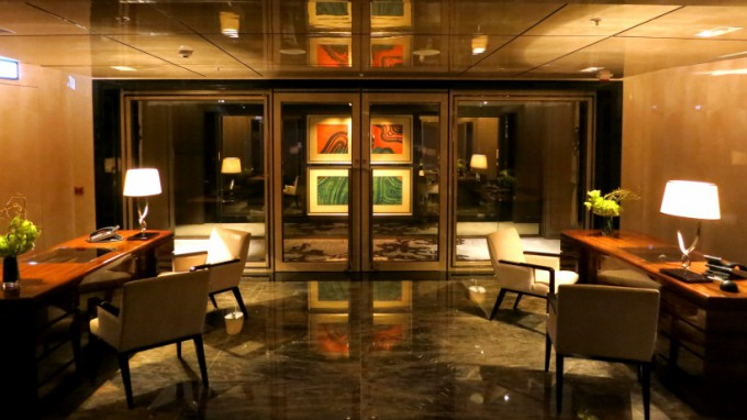 http://www.comfortablelife.asia/images/2013/01/The-Ritz-Carlton-Club.2012_40.5-680x382.jpg