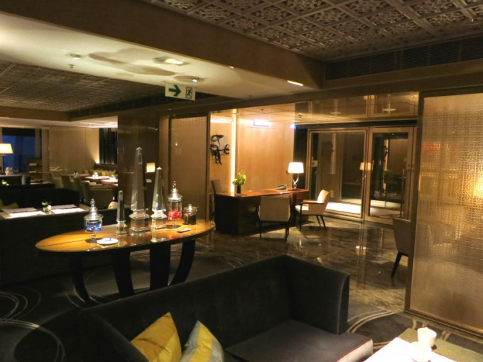 http://www.comfortablelife.asia/images/2013/02/The-Ritz-Carlton-Club.2012_39-680x510.jpg