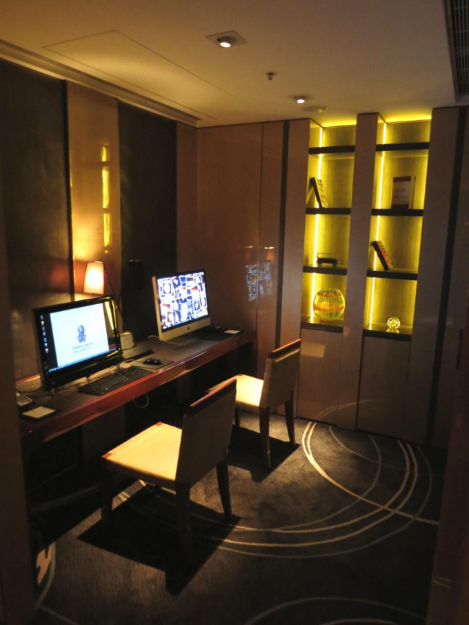 http://www.comfortablelife.asia/images/2013/02/The-Ritz-Carlton-Club.2012_42-680x906.jpg