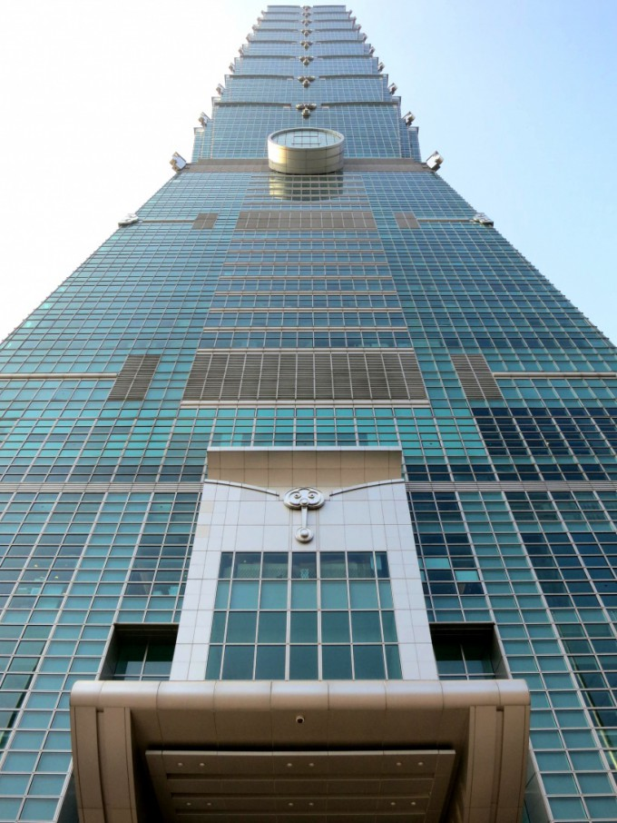 http://www.comfortablelife.asia/images/2013/03/Taipei101.2012_48-680x906.jpg