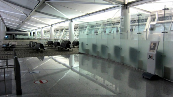 http://www.comfortablelife.asia/images/2013/04/Emirates-Check-in.2012_16.7-680x381.jpg