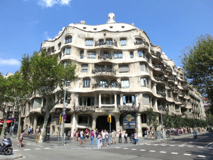 http://www.comfortablelife.asia/images/2013/08/Casa-Mila.2012_01-680x510.jpg