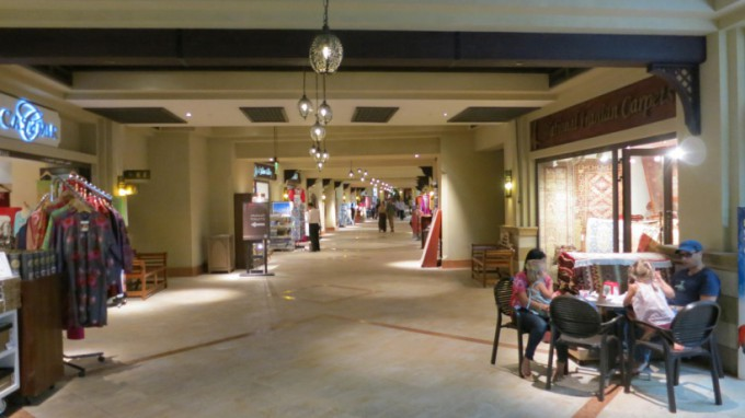 http://www.comfortablelife.asia/images/2013/10/Dubai-mall.2012_54-680x382.jpg