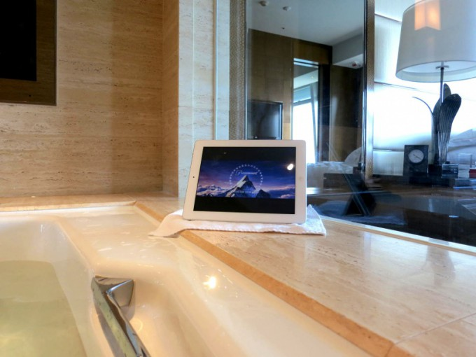 http://www.comfortablelife.asia/images/2013/12/Ritz-HK.0430_07-680x510.jpg