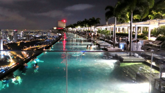http://www.comfortablelife.asia/images/2014/01/Infinity-Pool-680x382.jpg