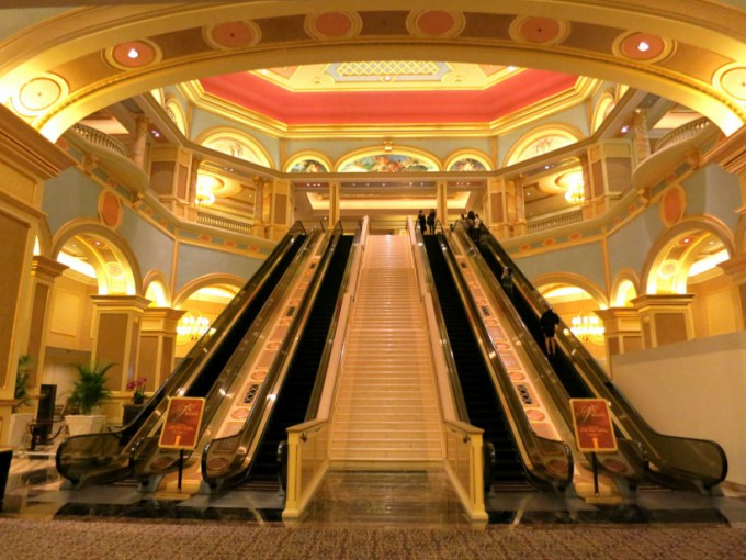 http://www.comfortablelife.asia/images/2014/01/The-Venetian-Macao.2013_06-680x510.jpg