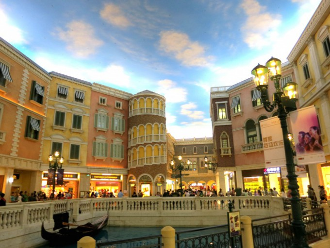 http://www.comfortablelife.asia/images/2014/01/The-Venetian-Macao.2013_18-680x510.jpg