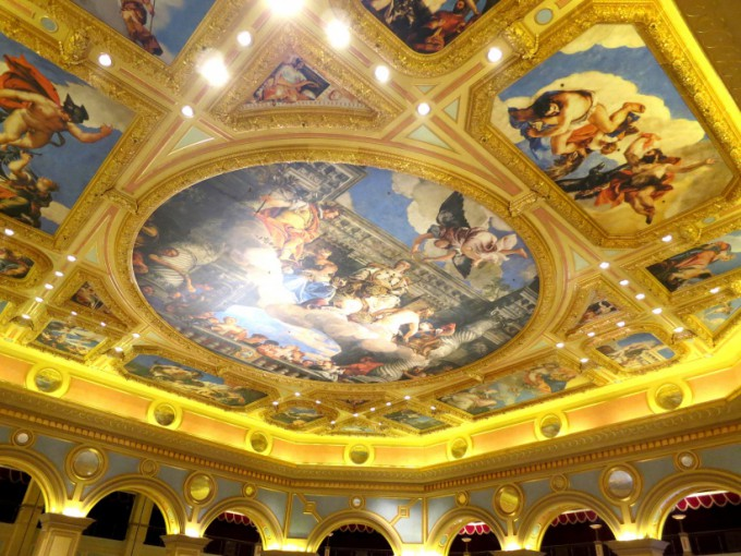 http://www.comfortablelife.asia/images/2014/01/The-Venetian-Macao.2013_24-680x510.jpg